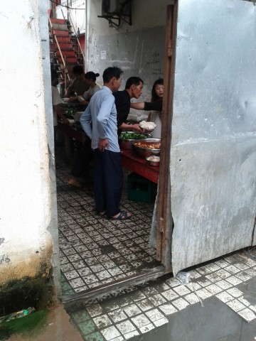 Labourers getting food for brunch in Wuxi